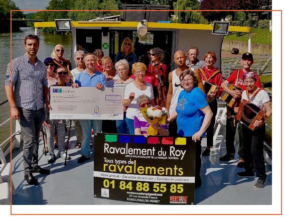 Don remis par Antoine DE BORTOLI dirigeant de RAVALEMENT DU ROY (92) à L'ASSOCIATION PARKINSONIENS DU VAL D'OISE